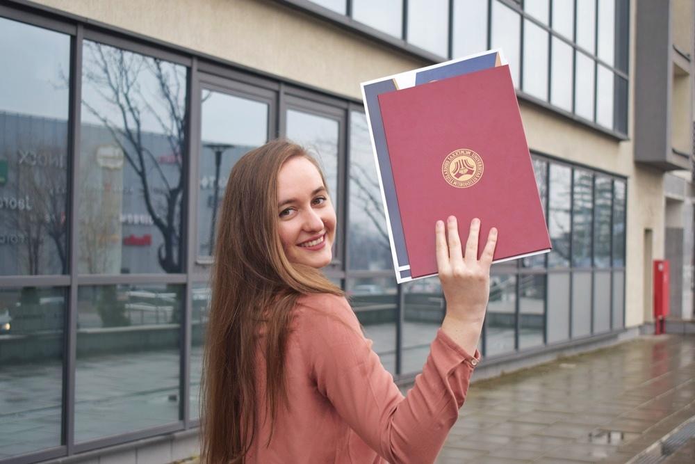 Slavimo uspjehe: Naša Anida Šehić dobitnica Dekanove nagrade na Medicinskom fakultetu Univerziteta u Tuzli