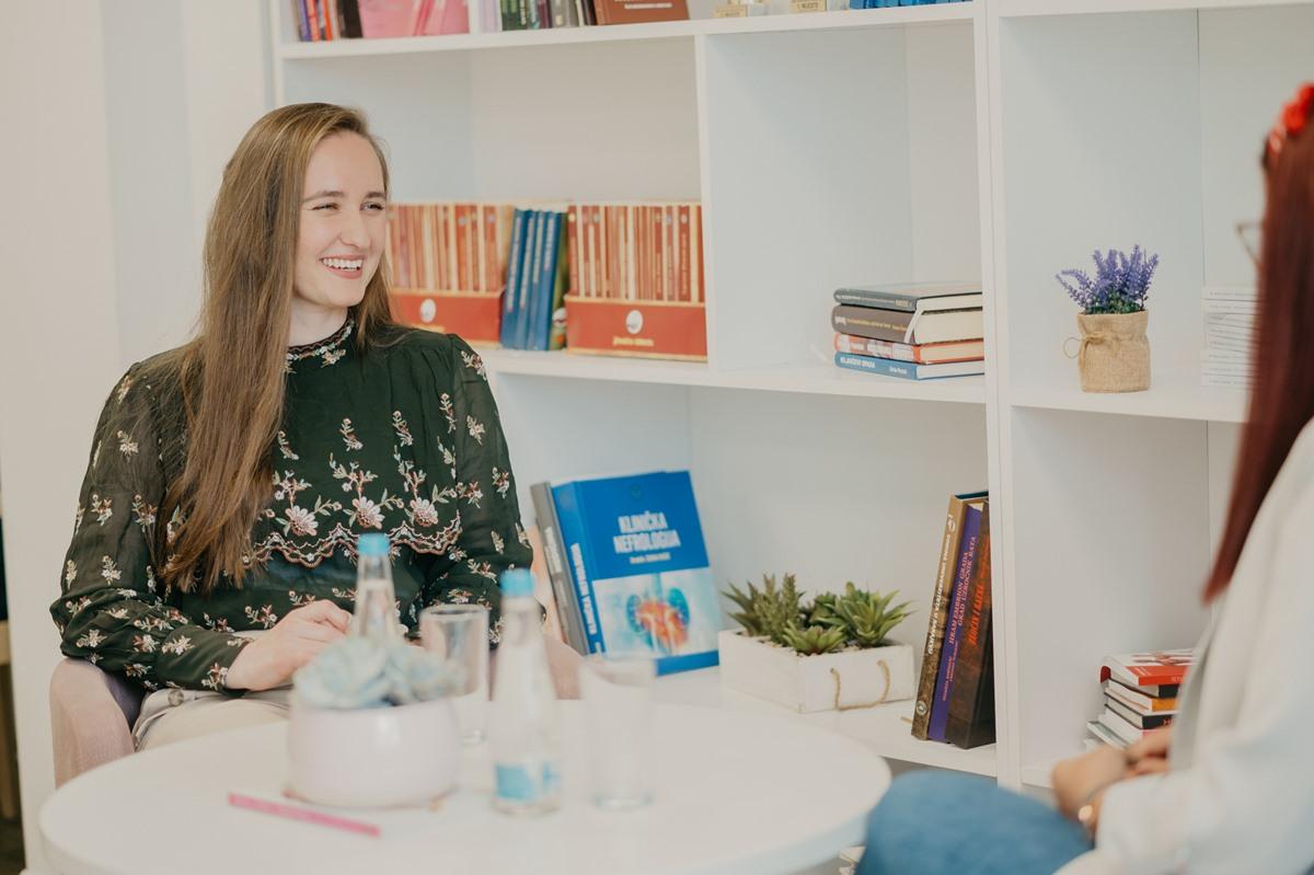 """Anida Šehić, studentica generacije Medicinskog fakulteta u Tuzli: """"Ulažite u znanje, to nikad ne izlazi iz mode"""""""